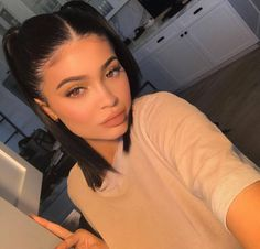 # kim kardashian Braids signs Kylie Jenner Makeup Inspiration for Dummies Kylie Jenner Short Hair, Looks Kylie Jenner, Kylie Jenner Style, Kendall Jenner Hairstyles, Kim Kardashian Hairstyles, Kylie Jenner Makeup, Kylie Jenner Outfits, Kylie Jenner Face, Baddie Hairstyles