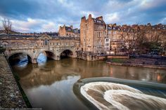 Bath, the tourist shot pulteney bridge by Fragga,
