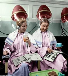 The innocence bygone days in glorious colour : HOT GOSSIP: Two friends discuss something interesting in a magazine while under the hair dryers at the Valentino & Rita beauty salon in Knightsbridge, London, on 28 August 1954 Salon Dryers, Vintage Hair Salons, Women Smoking Cigarettes, Hair Color For Women, Hair Setting, Beauty Women, Women's Beauty, Hair Nets, Roller Set