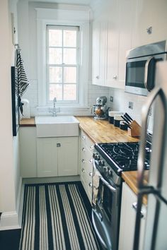 Eeep!  The cutest little kitchen ever and it STILL has a farmhouse sink <3