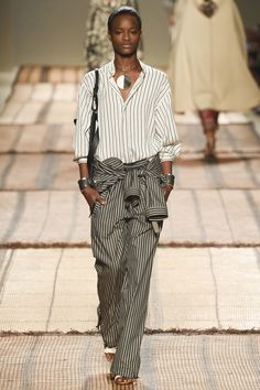 #Etro   #fashion  #Koshchenets Etro Spring 2017 Ready-to-Wear Collection Photos - Vogue