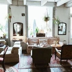 Trend: 23 Hipster-Cafés in Wien, die ihr besuchen solltet | Wienerin Best Christmas Presents, Christmas Fun, Ad Fashion, Skirt Fashion, Hipster Cafe, Cinnamon Roll French Toast, Floral Pencil Skirt, Stunning Summer, Kaffee