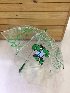 Paraguas infantil Hulk de kukuxumusu. www.patasarribashop.com