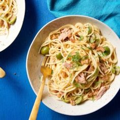 Take canned tuna and turn into a healthy, delicious dinner. These recipes elevate this popular, affordable fish by adding fresh vegetables and pasta to create a nutritious dinner. Recipes like Quick … Wheat Pasta Recipes, Tuna Recipes, Seafood Recipes, Dinner Recipes, Cooking Recipes, Healthy Recipes, Easter Recipes, 5 Ingredient Dinners, Tuna Pasta