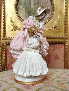 Wonderful early Dresden figurine mother and girl. from les-fees-du-temps on Ruby Lane Dresden Porcelain, Fine Porcelain, Porcelain Ceramics, Royal Doulton, Delft, Dresden Dolls, Vases, Dresden China, Half Dolls