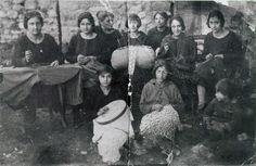 Risultati immagini per immagini antiche di ricamatrici