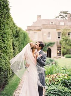 House style: Laid-back luxury in Somerset - Spring weddings - YouAndYourWedding