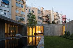 Premio Arquitectura (ex aequo). CASAS EM SANTA ISABEL Foto: FERNANDO GUERRA