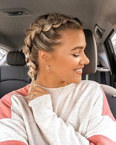 Best French Braid Short Hair Ideas Hair braids can often be applied easily to long hair as we know. Because there should be enough hair hair styles Best French Braid Short Hair Ideas 2019 - The UnderCut French Braid Short Hair, French Braid Hairstyles, Braids For Short Hair, Cute Hairstyles For Short Hair, Box Braids Hairstyles, Short Hair Cuts, Messy Braids, French Hair, School Hairstyles