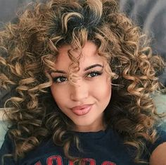 #repost Bouncy curls & flawless makeup! ❤️❤️ #inspiration #makeup #ombre #haircolor #curls #cute #evawigs