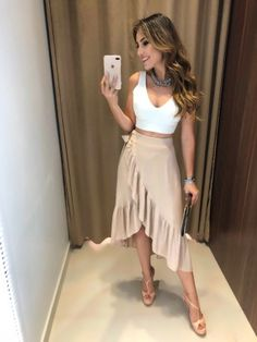 The casual-chic style. To really remake it you have to intermix your desired relaxed portions with other standard or gorgeous things. Skirt Outfits, Dress Skirt, Fall Outfits, Casual Outfits, Estilo Casual Chic, Casual Chic Style, Look Disco, Outfit Chic, Chic Fall Fashion