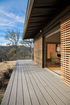 Wohnen Wrap around porch on living room exterior wall Quick And Easy Snacks For Your Toddler Your gr Exterior Design, Interior And Exterior, Wall Exterior, Interior Doors, Timber Screens, Next At Home, Cladding, Shutters, Modern Architecture