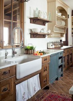 Farmhouse Kitchen. Love the cabinets!