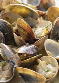 Amêijoas a Bulhão Pato Fish Recipes, Seafood Recipes, Great Recipes, Portuguese Recipes, Portuguese Food, Good Food, Yummy Food, Cod Fish, Perfect Food
