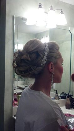 pretty bridal hair-Bryanna T My Hairstyle, Fancy Hairstyles, Wedding Hairstyles, Bridesmaid Hair, Prom Hair, Prom Updo, Corte Y Color, Bridal Hair And Makeup, Tips Belleza