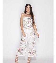 83fbc5d7f7d5 Αυτό το floral jumpsuit είναι η ιδανική εναλλακτική λύση για ένα φόρεμα Σε  καλοκαιρινό στράπλες σχέδιο
