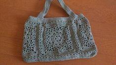 ドイリーバッグの編み図、お待たせしました!大きめの四角いドイリー4枚を編みながら輪に繋いで、底と持ち手をつけました^^持ち手は後から、別に編んだものを付けるつもりでいたけど、ちょっとしっくりこなかったので、本体から続けて