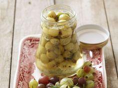 Eingemachte Stachelbeeren ist ein Rezept mit frischen Zutaten aus der Kategorie Kompott. Probieren Sie dieses und weitere Rezepte von EAT SMARTER!
