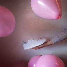 Oggi in ufficio ultimi preparativi per il passaggio del Giro d'Italia 2016  @adidasoriginals @rafsimons  #giroditalia2016 #giroditalia #italia #hobbs #adidas #rafsimons #fashion #sport #ootd #baloons #pink #magliarosa #officelifestyle #gif #video #moviola #fit #sneakers