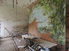 The French chateau studio of artist Claire Basler Claire Basler, Atelier Creation, Painters Studio, Flower Artists, Arte Floral, French Artists, Art Studios, Artist At Work, Painting Inspiration