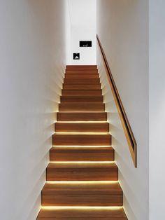 Escada Iluminada. Fotógrafo: Lionel Henriod.