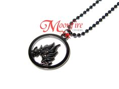 This necklace is the symbol of the Dauntless faction. Are you brave and courageous? Show your Dauntless side by wearing the symbol! The nickel-plated pendant measures 25 mm in diameter and the ball ch