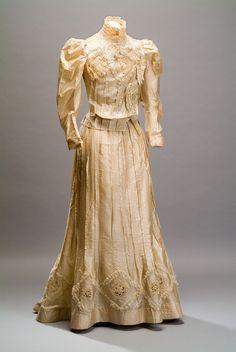 Tea Dress, late 19th to early 20th century, Colección Museo de Historia Mexicana