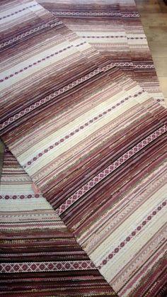 Räsymatot - Mattopuoti Rag Rugs, Ottomans, Weave, Textiles, Fabric, Craft Ideas, Rugs, Gate Valve, Carpet