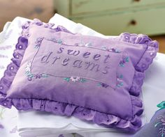 Embroidered Lavender Pillow set by Susie Johns for Sew magazine. Free pattern on their website Lavender Pillow, Lavender For Sleep, Lavender Bags, Sewing Patterns Free, Free Sewing, Free Pattern, Felt Flowers, Fabric Flowers, Cath Kidston Fabric