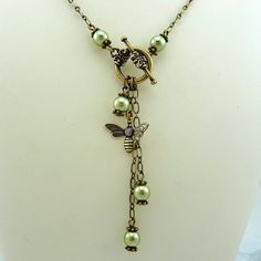 Pearl and bee charm lariat necklace