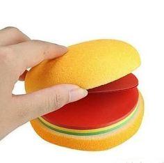 Hem ucuz hem de son derece ilginç bir öğretmenler günü hediyesi olan Masaüstü Notluk, ilk bakışta iştah açıcı lezzetli bir hamburger gibi görünse de, öyle olmadığı çok geçmeden anlaşılacak. Öğretmeniniz de bu hediyeniz karşısında şaşkınlığını gizleyemeyecek.  Ürün detayları için: http://www.hediyedenizi.com/hediye/fast-food-notes-masaustu-notluk/