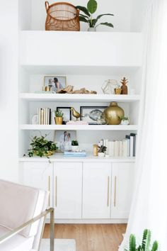 I love the way this shelf turned out! Shay really wanted to have more family photos incorporated into her home, and this shelf was a great place to feature some. It was just a matter of book and decorative object placement so there'd be a proper hierarchy.