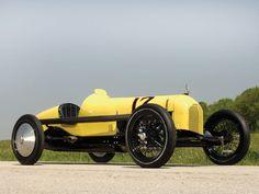 1925 Duesenberg Eight Speedway Roadster.