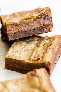 Cookie Butter Stuffed Blondies features a butterscotch brownie filled with gooey fudgy Biscoff cookie butter filling for the easy homemade ultimate sweet treat recipe! Ultimate Cookie Recipe, Best Cookie Recipes, Best Dessert Recipes, Brownie Recipes, Fun Desserts, Delicious Desserts, Bar Recipes, Biscoff Cookie Butter, Biscoff Cookies