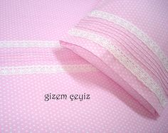 Sleeves Designs For Dresses, Sleeve Designs, Baby Pillows, Coordinating Colors, Filet Crochet, Bed Covers, Linen Bedding, Bed Sheets, Diy And Crafts