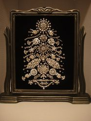 vintage jewelry framed art..great way to show a vintage rhinestone jewelry collection at its best!