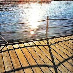 Erinnerung an Portoroz 1: Holzmaserungen, morgens kurz nach Sonnenaufgang. Deck, Outdoor Decor, Home Decor, Wood Grain, Sunrise, Decoration Home, Room Decor, Front Porches, Home Interior Design