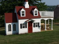 Building your little one a playhouse in the backyard will surely make them happy. There are a few things you should know before you build a playhouse for kids. Kids Playhouse Plans, Outside Playhouse, Childrens Playhouse, Backyard Playhouse, Build A Playhouse, Wooden Playhouse, Outdoor Playhouses, Building Plans, Play Houses