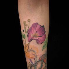 Tattooist:🔹吳沛恩🔹@noee111 彩色作品 波斯菊與愛睏貓 Cosmos flower & Sleepy cats 🏵🐈 . 🔜往左滑看更多角度 . 👉網路/電話不報價❌討論請先預約👈 #墨言刺青 #ByAppointmentOnly #InkTalk #InkTalkTattoo #InkTalkTattooStudio #Taiwan #Tainan #TaiwanTattoo #TainanTattoo #台南 #台南刺青 #貓 #貓刺青 #波斯菊 #點刺 #動物 #動物刺青 #植物 #植物刺青 #Cat #CatTattoo #CosmosFlower #Plant #PlantTattoo #Animals #AnimalsTattoo #Dotwork #DotworkTattoo #TattooDesign #TattooIdea Animals Tattoo, Tattoo On, Dot Work, Tattoo Studio, Watercolor Tattoo, Flowers, Florals, Flower, Temp Tattoo