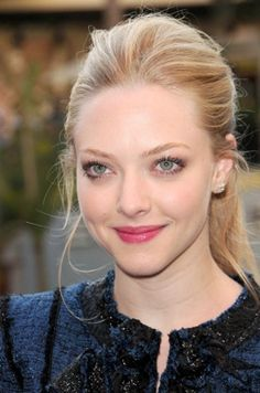 Amanda Seyfried's effortless pony