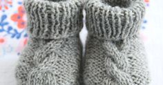 Knitting Baby Booties # knitting instructions baby rest wool or cotton N . Knitting baby booties Rest of wool or cotton double pointed needles, needle size Sizes: Newborn. Baby Knitting Patterns, Knitting For Kids, Crochet For Kids, Knitting Designs, Crochet Baby, Knit Baby Shoes, Knit Baby Booties, Baby Girl Shoes, Booties Crochet