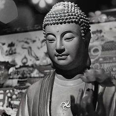 quote buddhism citation bouddhiste philosophie zen pensée zen peacefull Art Buddha, Buddha Artwork, Buddha Painting, Buddhist Symbol Tattoos, Buddhist Symbols, Buddhist Art, Hindu Tattoos, Gautama Buddha, Buddha Buddhism