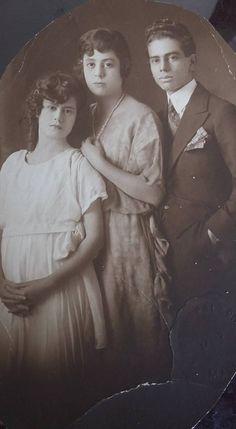 Tia Chavelita, Abuelita Maria, Tio Vicente. Muñoz