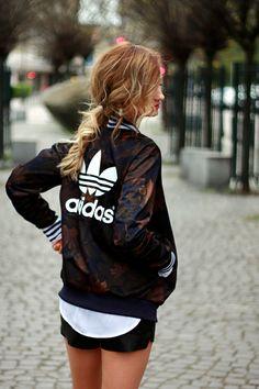 Look ado fille tenue noir et blanc tenue de sport femme tendance adidas  Veste Adidas Femme 0a22064b54d