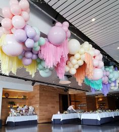 35 Trendy Balloon Ideas For Party These trendy Home Decor ideas would gain you amazing compliments. Check out our gallery for more ideas these are trendy this year. Balloon Backdrop, Balloon Wall, Balloon Garland, Streamers, Balloon Ideas, Balloon Installation, Balloon Columns, Birthday Balloon Decorations, Party Decoration