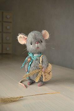 "Teddy Bear stile Artist mohair mouse "" Lucky"" 8 inch handmade OOAK collectible jointed Teddy Bear mouse toy"