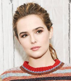 As Zoey Deutch is swiftly on her way to becoming the next big thing in Hollywood, she's already proven herself in the beauty department. Twist Braid Hairstyles, Twist Braids, Diy Hairstyles, Wedding Hairstyles, Beauty Makeup, Hair Makeup, Makeup Tips, Beauty Bar, Homemade Sugar Wax