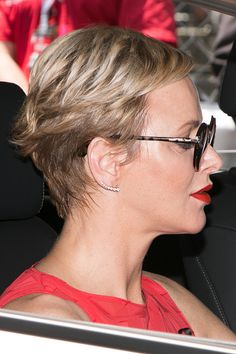 Royal Family Around the World: Princess Charlene of Monaco and Prince Albert II of Monaco Attend the Grand Prix of Monaco at the Monaco street circuit, on May 2017 in Monaco. Prince Albert, Albert Monaco, Princess Style, Princess Fashion, Short Haircut Styles, Monaco Grand Prix, Monaco Royal Family, Famous Celebrities, Pixie Haircut
