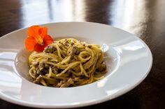 Die Abwandlung eines leckeren Klassikers: Spaghetti Carbonara mit Hackfleisch. Ein leckeres und schnelles Gericht.