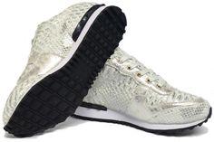 Deze trendy sneakers van Ruan Shoes. De sneakers zijn gemaakt van kunstleer met een binnenvoering van textiel. Materiaal : kunstleerVallen normaal maatHak Type : Flat Seizoen : Lente / Zomer